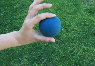 Finmotorik med tennisboll